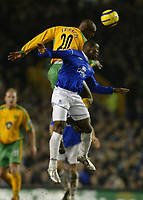 Fotball<br /> England 2004/2005<br /> Foto: SBI/Digitalsport<br /> NORWAY ONLY<br /> <br /> Everton v Norwich City<br /> Barclays Premiership. 02/02/2005. Damien Francis of Norwich City jumps for a header with Joseph Yobo of Everton.