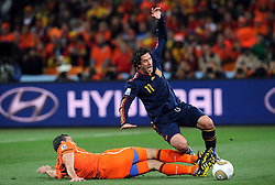 11.07.2010, Soccer-City-Stadion, Johannesburg, RSA, FIFA WM 2010, Finale, Niederlande (NED) vs Spanien (ESP) im Bild Joan Capdevila (Spagna) e Joris Mathisen (Olanda)., EXPA Pictures © 2010, PhotoCredit: EXPA/ InsideFoto/ Perottino *** ATTENTION *** FOR AUSTRIA AND SLOVENIA USE ONLY! / SPORTIDA PHOTO AGENCY