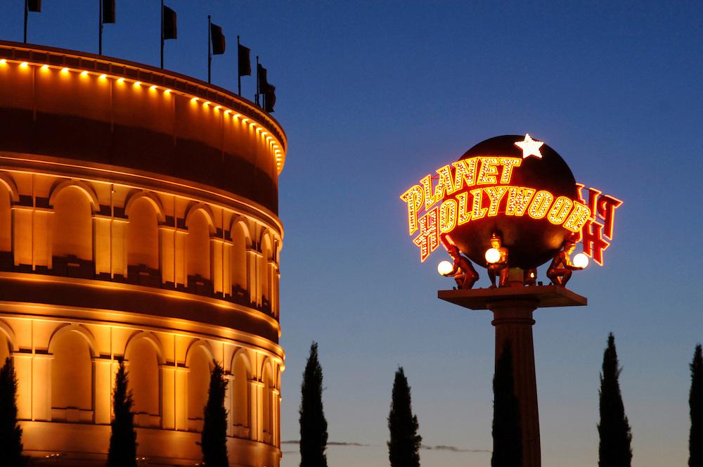 USA Nevada Las Vegas Caesars Palace Hotel und Casino Planet Hollywood Nachtstimmung Gastronomie Las Vegas Boulevard The Strip Nachtleben(Farbtechnik sRGB 34.74 MByte vorhanden) Geography / Travel .
