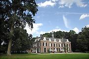 Nederland, Brummen, 15-8-2007Seniorenzorg in voormalig landhuis Klein Engelenburg van Domus Magnus Dit particuliere verzorgingshuis biedt luxe zorg voor ouderen,bejaarden, die verzorging nodig hebben.Foto: Flip Franssen