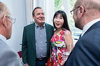 25 JUN 2019, BERLIN/GERMANY:<br /> Gerhard Schroeder (Mi-L), SPD, Bundeskanzler a.D., und seine Ehefrau Soyeon Schroeder-Kim (Mi-R), Empfang des Seeheimer Kreises anl. des 70. Geburtstages von Ulla Schmidt, mit Gerhard Schroder, Bundeskanzler a.D., Deutsche Parlamentarische Gesellschaft<br /> IMAGE: 20190625-01-038<br /> KEYWORDS: Gerhard Schröder, Soyeon Schröder-Kim
