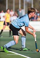 WASSENAAR - Jorrit Croon (HGC) geeft de stafcorner aan.   tijdens  de hoofdklasse hockeywedstrijd HGC-Den Bosch (3-2). COPYRIGHT KOEN SUYK