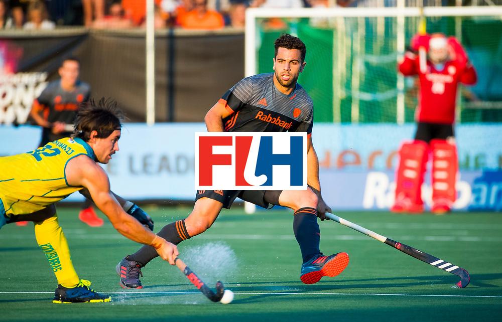 BREDA - Valentin Verga (Ned) met Jeremy Hayward (Aus)   tijdens Nederland- Australie bij  de Hockey Champions Trophy. COPYRIGHT KOEN SUYK