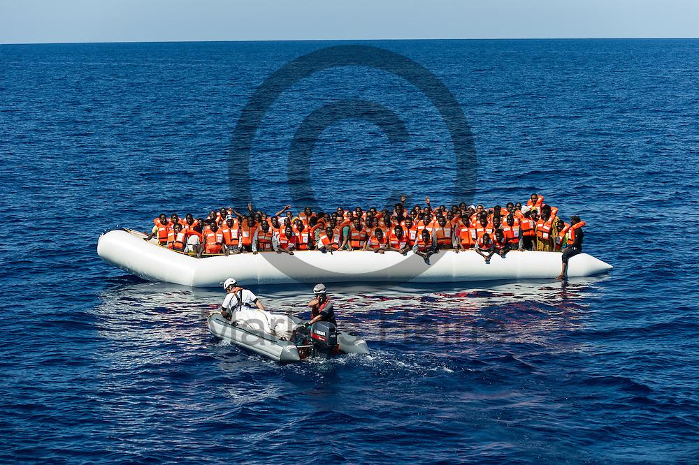 Ein RIB (Schlauchboot) faehrt am 22.09.2016 auf dem Fluechtlingsrettungsboot Sea-Watch 2 in internationalen Gewaessern vor der libyschen Kueste vor einem Boot mit 119 Fluechtlingen. Foto: Markus Heine / heineimaging<br /> <br /> ------------------------------<br /> <br /> Veroeffentlichung nur mit Fotografennennung, sowie gegen Honorar und Belegexemplar.<br /> <br /> Publication only with photographers nomination and against payment and specimen copy.<br /> <br /> Bankverbindung:<br /> IBAN: DE65660908000004437497<br /> BIC CODE: GENODE61BBB<br /> Badische Beamten Bank Karlsruhe<br /> <br /> USt-IdNr: DE291853306<br /> <br /> Please note:<br /> All rights reserved! Don't publish without copyright!<br /> <br /> Stand: 09.2016<br /> <br /> ------------------------------