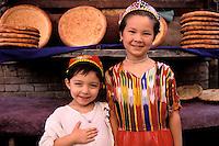 China. Sinkiang Province (Xinjiang).  Kashgar (Kashi). Old city bazar. Ouigour population. Boulanger // Chine. Province du Sinkiang (Xinjiang). Kashgar (Kashi). Bazar de la vieille ville. Population Ouigour. Bread shop