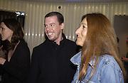 Alexander MCQueen and Trisha Jones. I.D. magazine dinner for John Dempsey of Mac cosmetics, Fifth floor restaurant, Harvey Nichols. 17 December 2002. © Copyright Photograph by Dafydd Jones 66 Stockwell Park Rd. London SW9 0DA Tel 020 7733 0108 www.dafjones.com