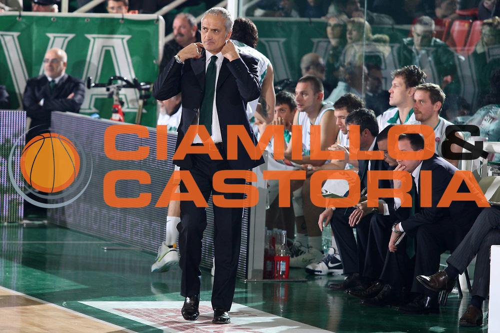 DESCRIZIONE : Avellino Lega A 2009-10 Air Avellino Pepsi Juve Caserta<br /> GIOCATORE : Cesare Pancotto<br /> SQUADRA : Air Avellino<br /> EVENTO : Campionato Lega A 2009-2010<br /> GARA : Air Avellino Pepsi Juve Caserta<br /> DATA : 19/12/2009<br /> CATEGORIA : Delusione Coach<br /> SPORT : Pallacanestro<br /> AUTORE : Agenzia Ciamillo-Castoria/GiulioCiamillo<br /> Galleria : Lega Basket A 2009-2010 <br /> Fotonotizia : Avellino Campionato Italiano Lega A 2009-2010 Air Avellino Pepsi Juve Caserta<br /> Predefinita :