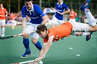 UTRECHT - Hockey - Play offs Kampong-Bloemendaal (2-3). Florian Fuchs (Bl'daal) met Lars Balk (Kampong)  Copyright KOEN SUYK