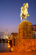 DEU, Germany, Cologne, view to the cathedral, equestrian statue at the Hohenzollern bridge.<br /> <br /> DEU, Deutschland, Koeln, Blick zum Dom, Reiterstatue an der Hohenzollernbruecke.