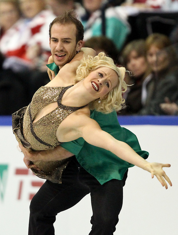GJR440 -20111029- Mississauga, Ontario,Canada-  Tarrah Harvey  and  Keith Gagnon of Canada perform their free skate at Skate Canada International, in Mississauga, Ontario, October 29, 2011.<br /> AFP PHOTO/Geoff Robins