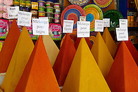 Maroc, Essaouira, Patrimoine mondial de l'UNESCO, marchand d epices dans la medina // Morocco, Medina of Essaouira, Atlantic coast, Unesco world heritage, spices market