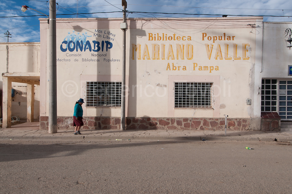 Abra Pampa, where it appears the first stretch of Ruta Cuarenta authentic, reflects the desolation of the desert north of the country, was founded in 1883 under the name of Siberia Argentina, the name was changed, but the feeling has remained the same.