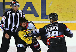 21.10.2016, Albert Schultz Halle, Wien, AUT, EBEL, UPC Vienna Capitals vs Dornbirner Eishockey Club, 12. Runde, im Bild ein Referee, Jerry Pollastrone (UPC Vienna Capitals) und Matt Siddall (Dornbirner Eishockey Club) // during the Erste Bank Icehockey League 12th Round match between UPC Vienna Capitals and Dornbirner Eishockey Club at the Albert Schultz Ice Arena, Vienna, Austria on 2016/10/21. EXPA Pictures © 2016, PhotoCredit: EXPA/ Thomas Haumer
