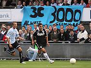 FODBOLD: Ailton Almeida (FCK) følges af Nicklas Jonassen (Helsingør) under kampen i Ekstra Bladet Cup mellem Elite 3000 Helsingør og FC København den 23. september 2009 på Helsingør Stadion. Foto: Claus Birch