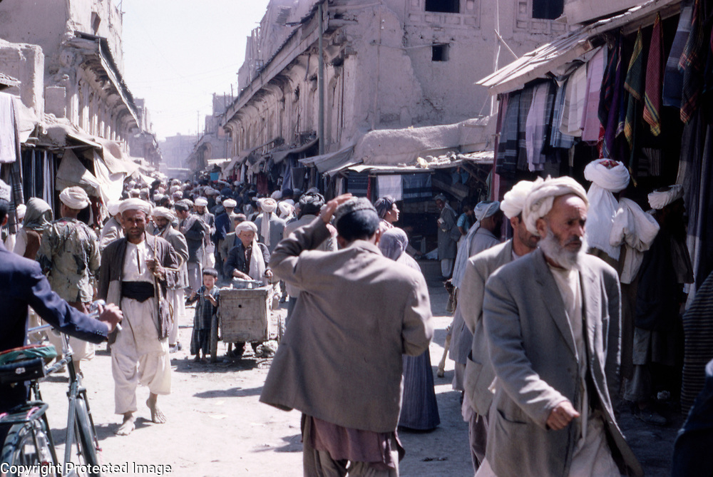 1964<br /> Nevertheless, by 1905 the bazaar was still being described as magnificent and continued to be one of the busiest and most colorful bazaars in Kabul.<br /> Here we have an Artist's impression of the Chahr Chatta.
