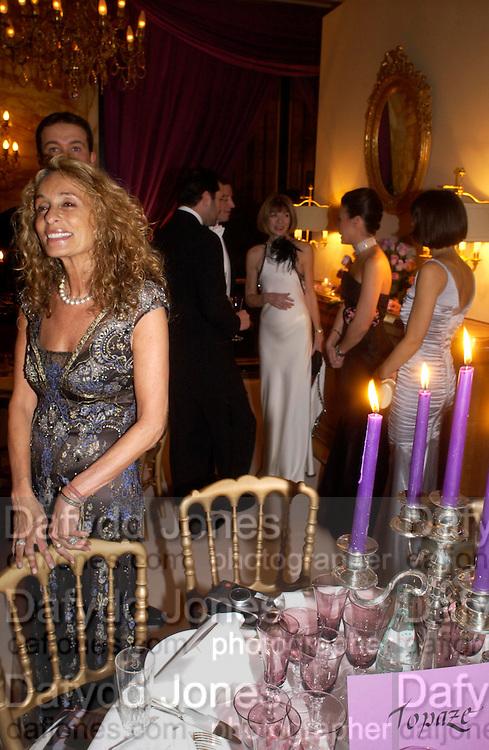Ann Dexter Jones and Anna Wintour amongst others. .  Crillon 2004 Debutante Ball. Crillon Hotel. Paris. 26 November 2004. ONE TIME USE ONLY - DO NOT ARCHIVE  © Copyright Photograph by Dafydd Jones 66 Stockwell Park Rd. London SW9 0DA Tel 020 7733 0108 www.dafjones.com