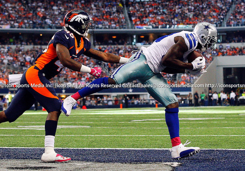 06 OCTOBER 2013: Dallas Cowboys wide receiver Dez Bryant (88) catches TD pass during a regular season NFL football game between the Denver Broncos and Dallas Cowboys at AT&T Stadium in Arlington, TX. Denver won 51-48.
