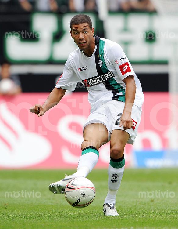 FUSSBALL   INTERNATIONALES TESTSPIEL   SAISON 2008/2009 Borussia Moenchengladbach - FC Valencia                01.08.2008 Marcel NDJENG (Borussia Moenchengladbach) Einzelaktion am Ball