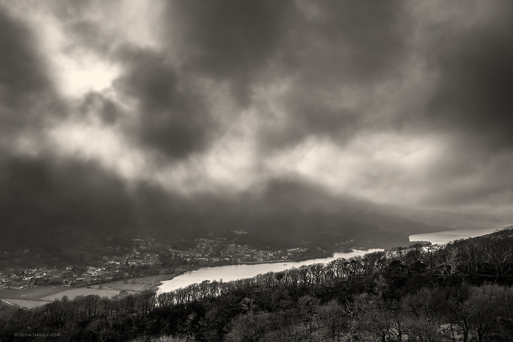 It was strange to be standing in sunshine one one side of the valley, looking towards the banks of fog rolling over the hillsides opposite. The bustling town of Llanberis looked so tiny below the crazy swirling weather above.