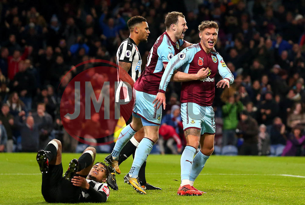 Jeff Hendrick of Burnley celebrates with teammates after scoring a goal to make it 1-0 - Mandatory by-line: Robbie Stephenson/JMP - 30/10/2017 - FOOTBALL - Turf Moor - Burnley, England - Burnley v Newcastle United - Premier League