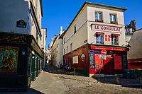 France, Paris (75), colline de Montmartre, le café Consulat et la basilique du Sacré Coeur durant le confinement du Covid 19 // France, Paris, Montmartre, the Consulat café and the Sacré Coeur Basilica during the containment of Covid 19