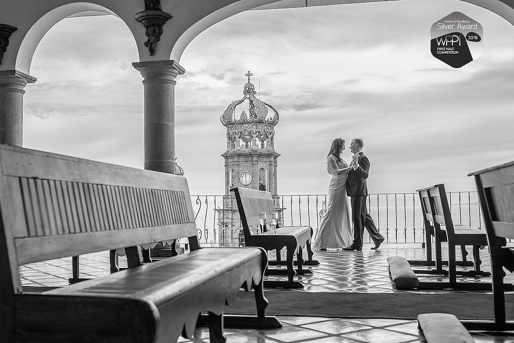 Barbara and Will dancing at six o'clock. Hacienda San Angel, Puerto Vallarta Mexico Photo by: Juan Carlos Calderón