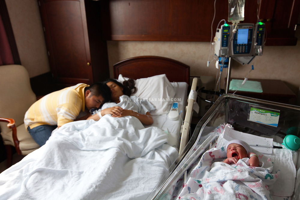 Texas, U.S.A. 2009 – Andrés comforts Marisol, hours after she gave birth to their third and final child, a boy they named Luis.