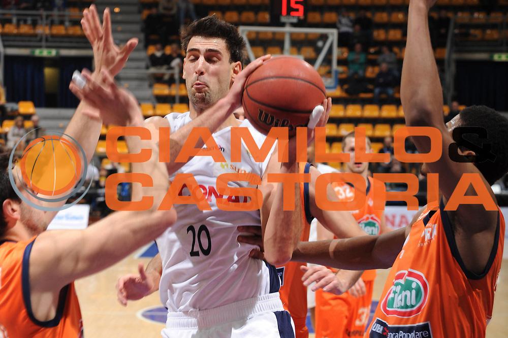 DESCRIZIONE : Bologna Lega Basket A2 2011-12 Conad Biancoblu Basket Bologna Fileni BPA Jesi<br /> GIOCATORE : Matteo Canavesi<br /> CATEGORIA : penetrazione<br /> SQUADRA : Conad Biancoblu Basket Bologna<br /> EVENTO : Campionato Lega A2 2011-2012<br /> GARA : Conad Biancoblu Basket Bologna Fileni BPA Jesi<br /> DATA : 18/11/2011<br /> SPORT : Pallacanestro<br /> AUTORE : Agenzia Ciamillo-Castoria/M.Marchi<br /> Galleria : Lega Basket A2 2011-2012 <br /> Fotonotizia : Bologna Lega Basket A2 2011-12 Conad Biancoblu Basket Bologna Fileni BPA Jesi<br /> Predefinita :