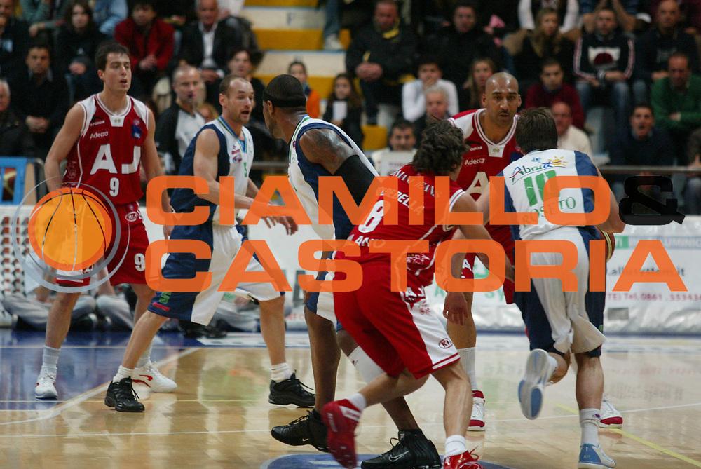 DESCRIZIONE : Milano Lega A1 2005-06 Roseto Basket Armani Jeans Milano <br /> GIOCATORE : 67<br /> SQUADRA : Armani Jeans Milano <br /> EVENTO : Campionato Lega A1 2005-2006 <br /> GARA : Roseto Basket Armani Jeans Milano <br /> DATA : 26/02/2006 <br /> CATEGORIA : Sequenza <br /> SPORT : Pallacanestro <br /> AUTORE : Agenzia Ciamillo-Castoria/G.Ciamillo