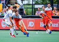 Den Bosch  - Jorrit Croon (Ned) met Antoine Kina (Belgie)   tijdens   de Pro League hockeywedstrijd heren, Nederland-Belgie (4-3).    COPYRIGHT KOEN SUYK