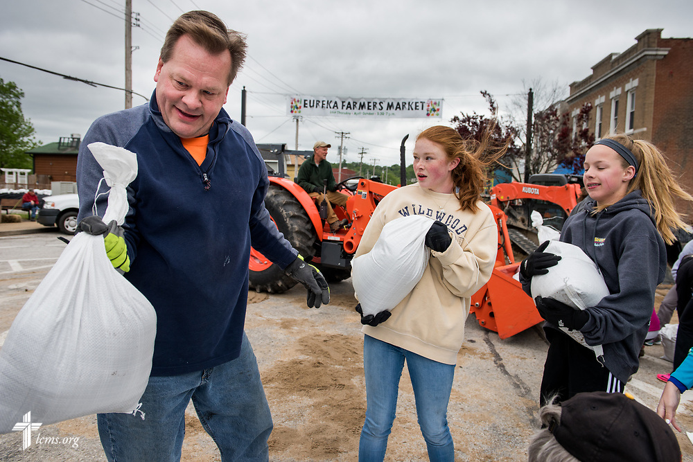 Steve Kasten, church member at St. Mark's Lutheran Ministries, Eureka, Mo., joins fellow volunteers on the sand bag line on Monday, May 1, 2017, in downtown Eureka.  LCMS Communications/Erik M. Lunsford