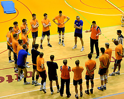 25-04-2013 VOLLEYBAL: TRAINING NEDERLANDS MANNEN VOLLEYBALTEAM: ROTTERDAM<br /> Selectie Oranje mannen seizoen 2013-2014 krijgen uitleg van Coach Edwin Benne <br /> &copy;2013-FotoHoogendoorn.nl