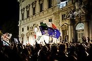 ROMA. ITALIANI SCENDONO IN PIAZZA DEL QUIRINALE PER MANIFESTARE CON GIOIA LE DIMISSIONI DEL PREMIER SILVIO BERLUSCONI; THE ITALIAN PEOPLE IN FRONT OF THE QUIRINALE PALACE CELEBRATE WITH JOY THE RESIGNATION OF ITALIAN PREMIER SILVIO BERLUSCONI WITH SLOGAN AND FLAGS OF ITALY AND EUROPEAN UNION;