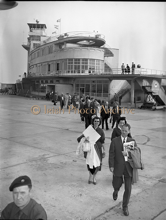 """Gate Troupe leave For Paris.<br /> 1959.<br /> 17.05.1959.<br /> 05.19.1959.<br /> 17th May 1959.<br /> The cast of the successful stage production of """"Joan of Arc"""" left Dublin today to take the play onto the stage in Paris.The cast included Michael Mac Liamoir and Siobhan Mc Kenna"""