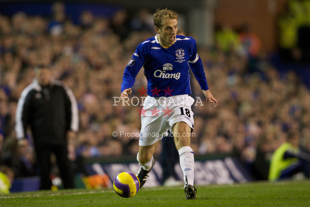 LIVERPOOL, ENGLAND - Thursday, February 21, 2008: Everton's Phil Neville in action against SK Brann Bergen during the UEFA Cup Round of 32 2nd Leg match at Goodison Park. (Photo by David Rawcliffe/Propaganda)