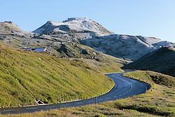 THEMENBILD - Panoramablick der Grossglockner Hochalpenstrasse an der Fuscherlacke. Sie verbindet die beiden Bundeslaender Salzburg und Kaernten mit einer Laenge von 48 Kilometer und ist als Erlebnisstrasse vorrangig von touristischer Bedeutung, aufgenommen am 31. Juli 2015, Fusch, Oesterreich // Panoramic View, The Grossglockner High Alpine Road connects the two provinces of Salzburg and Carinthia with a length of 48 km and is as an adventure road priority of tourist interest at Fusch, Austria on 2015/07/31. EXPA Pictures © 2015, PhotoCredit: EXPA/ JFK