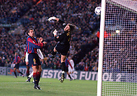 Richard Dutruel the Barcelona Goalkeeper miss judges Lee Bowyer's (Leeds) free kick as is sails into the goal. Leeds United v Barcelona. European Champions League, Group H, 24/10/00. Credit: Colorsport / Andrew Cowie.