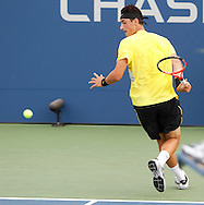 US Open 2011, USTA Billie Jean King National Tennis Center, Flushing Meadows, New York,ITF Grand Slam TennisTournament, Bernard Tomic (AUS) spielt den Ball beim zurueck laufen,Aktion,Einzelbild,Ganzkoerper,.Querformat
