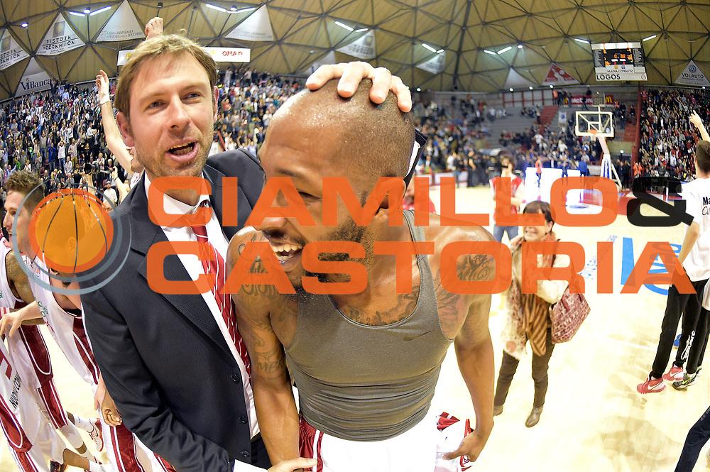 DESCRIZIONE : Campionato 2014/15 Giorgio Tesi Group Pistoia - Acqua Vitasnella Cant&ugrave;<br /> GIOCATORE : Tony Easley Giacomo Galanda<br /> CATEGORIA : esultanza<br /> SQUADRA : Giorgio Tesi Group Pistoia<br /> EVENTO : LegaBasket Serie A Beko 2014/2015<br /> GARA : Giorgio Tesi Group Pistoia - Acqua Vitasnella Cant&ugrave;<br /> DATA : 30/03/2015<br /> SPORT : Pallacanestro <br /> AUTORE : Agenzia Ciamillo-Castoria/GiulioCiamillo<br /> Galleria : LegaBasket Serie A Beko 2014/2015<br /> Fotonotizia : Campionato 2014/15 Giorgio Tesi Group Pistoia - Acqua Vitasnella Cant&ugrave;<br /> Predefinita :