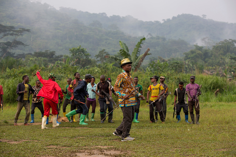 Nyambembe, Congo<br /> <br /> En av rebell gruppen RM, Raia Mutomboki, f&auml;sten &auml;r i byn Nyambembe.<br /> Presidenten Donatien &quot;Dona&quot; Kengwa dansar och talar till sina soldater.<br /> <br /> Photo: Niclas Hammarstr&ouml;m