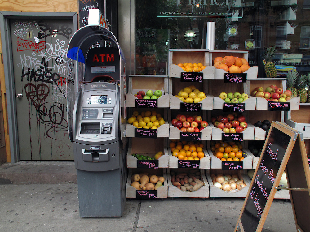 Geldautomaten in New York City Williamsburg Brooklyn USA automated Teller Machines ATM Geld Konsum Handel Kredit.In New York gibt es fast keinen Laden mehr ohne Geldautomat vor oder in dem dem Geschaeft. Zehn bis fuenfzehn Automaten in einer Strasse sind keine Seltenheit. Meist werden sie schnell mit lokaler Werbung und Kleinanzeigen beklebt. Immer mehr werden gestohlen und nach Entleerung in diversen Gewaessern entsorgt. Die Diebe rammen die ATMs oft rueckwaerts mit einem Kleinlastwagen aus der Verankerung und transportieren sie dann ab..There is hardly any store in New York without an ATM. Ten or fifteen machines on one block is common. Most are quickly covered with local advertising and personal notes. ATM theft is on the rise, pickup trucks are used to steal whole machines which are later dumped in rivers and lakes around New York.