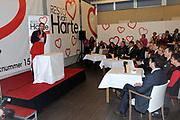 Prinses M&aacute;xima opent 25e restaurant van Resto VanHarte .<br /> <br /> Hare Koninklijke Hoogheid Prinses M&aacute;xima der Nederlanden opent donderdagmiddag 9 december in Amersfoort het 25e restaurant van Resto VanHarte. Deze landelijke stichting zet buurtrestaurants op waarin bewoners en professionals elkaar aan tafel kunnen ontmoeten.<br /> <br /> Resto VanHarte is opgericht in 2005 door de grondleggers van Artsen Zonder Grenzen, betrokken ondernemers en kunstenaars. Doel is om de sociale cohesie in de wijk te verbeteren. Inmiddels zijn op 25 locaties in Nederland restaurants gevestigd, onder meer in wijkgebouwen en scholen.