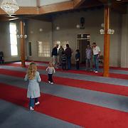 Huizerdag 2002, Open dag marokkaanse moske, gebedsruimte, uitleg, kinderen spelen