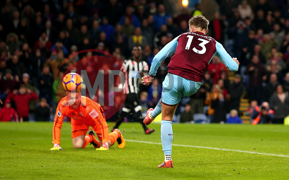 Jeff Hendrick of Burnley scores a goal to make it 1-0 - Mandatory by-line: Robbie Stephenson/JMP - 30/10/2017 - FOOTBALL - Turf Moor - Burnley, England - Burnley v Newcastle United - Premier League