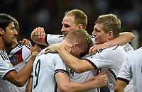 Fotball<br /> Tyskland v Algerie<br /> 30.06.2014<br /> VM 2014<br /> Foto: Witters/Digitalsport<br /> NORWAY ONLY<br /> <br /> 1:0 Jubel Deutschland v.l. Sami Khedira, Torschuetze Andre Schuerrle, Benedikt Hoewedes, Toni Kroos<br /> Fussball, FIFA WM 2014 in Brasilien, Achtelfinale, Deutschland - Algerien