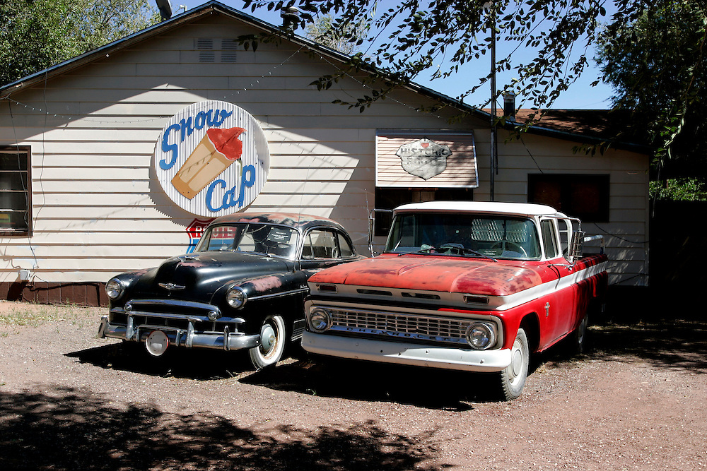 US-SELIGMAN: Old cars along the famous Route 66. PHOTO: GERRIT DE HEUS