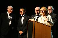 Mannheim. 11.02.18  <br /> Nationaltheater. Gro&szlig;e b&uuml;rgerschaftliche Auszeichnung &quot;Das Bloomaul&quot; an Rolf G&ouml;tz.<br /> Das Auswahlkomitee, darunter Bert Siegelmann, Achim Weizel und Marcus Haas, entschied sich f&uuml;r Rolf G&ouml;tz. Helen Heberer h&auml;lt die Laudatio.<br /> Bild-ID 081   Markus Pro&szlig;witz 11FEB18 / masterpress