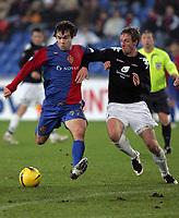 Fotball , 5. desember 2007 , UEFA-cup, Basels Ivan Ergic gegen Brann Bergens Jan Gunnar Solli<br /> Foto: EQ Images/Digitalsport<br /> <br /> Norway only
