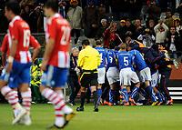 L'esultanza di Daniele De Rossi (Italia) per il gol dell'1-1 <br /> Daniele De Rossi's celebration for his 1-1's  goal scored for Italy<br /> XXX 's 1-0 leading goal scored for Italy<br /> Italia Paraguay - Italy vs Paraguay<br /> Campionati del Mondo di Calcio Sudafrica 2010 - World Cup South Africa 2010 <br /> Green Point Stadium, Città del Capo - Cape Town, 14 / 06 / 2010<br /> © Giorgio Perottino / Insidefoto
