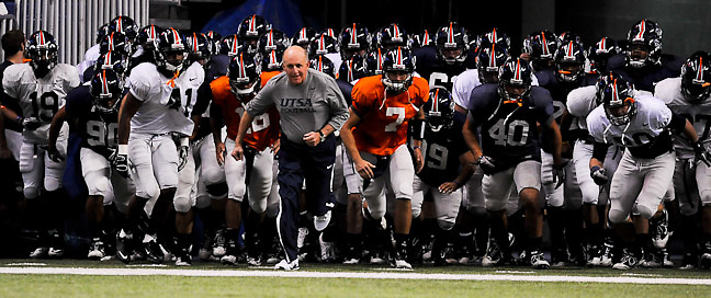 The UTSA football team scrimmages Thursday, November 18, 2010 at the Alamodome. (Photo©Bahram Mark Sobhani)